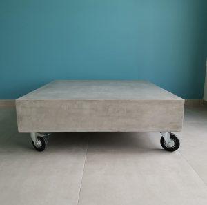 TABLE BASSE SUR ROULETTES
